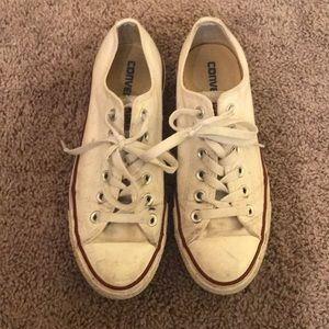 Very used white converse!